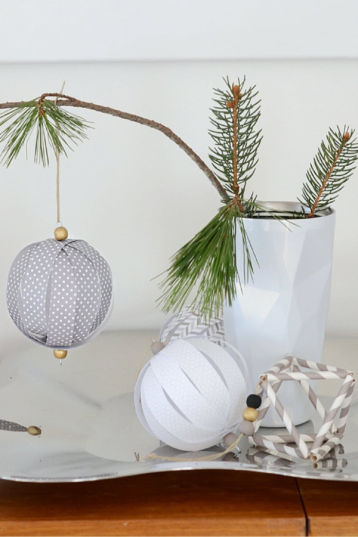 If you are on a small budget this year, decorating for the holidays can seem impossible. Here are 25 affordable ways to decorate your Christmas tree without breaking the bank.