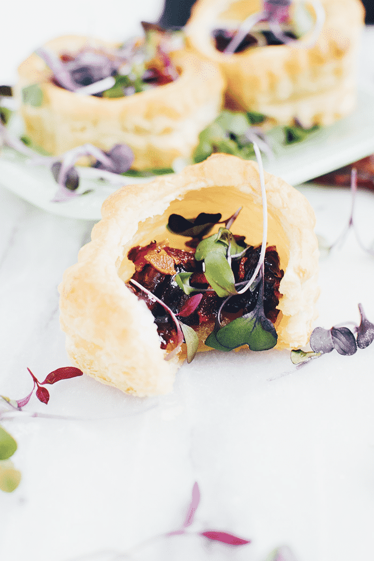 A puff pastry that is salty, sweet and crispy - plus bacon. This snack is delicious!